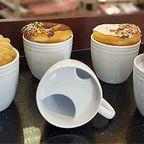 【画像】ドーナツが冷めにくくなるコーヒーカップが可愛いwww