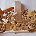 【画像】まるでプラモデルのような木製のバイクの模型がかっこいい!!