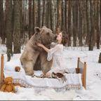 恐ロシア!300kgのヒグマとロシア美人のアート写真が凄い!!