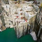 【画像】大理石の採石場がゲームや物語のダンジョンみたいで凄すぎる!!