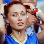 美人で綺麗なサッカーのサポーターのお姉さんの画像の数々!!