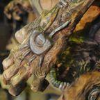 【画像】チェーンソーで作った宇宙人の彫刻が凄すぎる!!