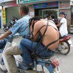 もはや職人技!?自動車やバイクで凄いものを運んでる画像の数々!!