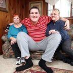 19歳で身長234cm!この年齢で世界一大きな少年が凄い!!