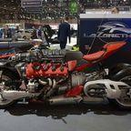 【画像】バイク?エンジン?4700ccのエンジン搭載の化け物のようなバイク!!