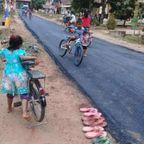 【画像】村に初めて舗装した道路ができた時の様子…