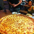 凄まじく大きなピザの画像の数々!!