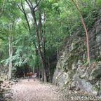 ヘルファイア・パスは岩壁を手作業で切り抜いて作られた道 in カンチャナブリ