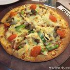 ピザハットでタイ向けにアレンジされたピザを食す on MBK 7階