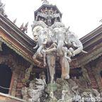 サンクチュアリー・オブ・トゥルーは現在も建築中の芸術的な巨大木造寺院 in パタヤ