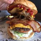 MADCOW BURGERはオーソドックスなハンバーガーが美味しいハンバーガー屋 in アソーク