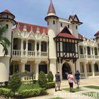 サナームチャン宮殿の広大な敷地と宮殿群を散策 in ナコーンパトム県
