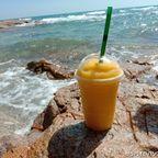 Sabaidee Bar and Cafeは朝から営業している海岸沿いにあるバー in サメット島