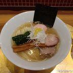 六九麺は澄んだスープが特徴の芸術的ラーメン in トンロー