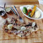Studer Restaurantは西洋料理とタイ料理を中心に提供する飲食店 in カオヤイ