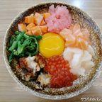 にじきは新鮮な海鮮丼が看板メニューの高コスパ日本食店 in サームヤーン