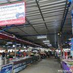 ウォンウィアン・プラームック市場は新鮮な魚介類あるローカル市場 in プラチュワップキーリーカン県