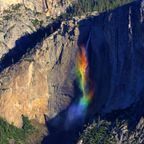 七色に輝く、虹の滝が幻想的で美しい!!