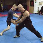 猿拳を実践格闘技に使う先生が強そうでしょうがない・・・