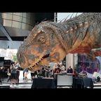 ロンドンにティラノサウルスの親子が出現!!