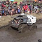 沼地を自動車で進むナゾの競技!!