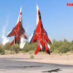 戦闘機のラジコンの高度なトリックがシュール過ぎる!!
