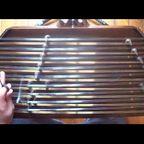 ハリガネでできた鉄琴のような楽器の音色が癒される!!