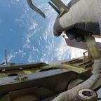 宇宙船での作業風景が美しくて恐ろしすぎる!!
