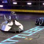 ラジコンが破壊し合う「バトルボット」の出場マシンが簡素すぎる!!