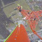 超高所にアンテナを設置する作業の映像が怖すぎる。。