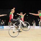 自転車に乗って競う体操の団体戦が凄まじい!!