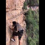 中国の崖の村にある断崖絶壁の道が恐ろしすぎる!!