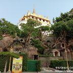 ワット・サケットは黄金の丘と呼ばれる丘の上にある黄金の寺院