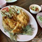 バーンマイ・リムナムは川沿いにある評価の高い海鮮料理店 in アユタヤ