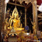 ワット・ヤイにあるタイで最も美しいとされる仏様 in ピッサヌローク県