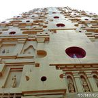 ジェディー・プッタカヤーは仏教の聖地にある仏塔を模した黄金の仏塔 in カンチャナブリ
