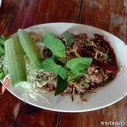 ティー・ラープ・スーンは安くて美味しい本格イサーン料理店 in オンヌット