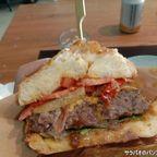 ピタ・ステーキバーガーの具沢山だが調和がとれたハンバーガー in アーリー