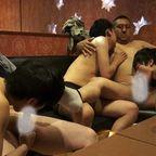 [無修正注意]ひぃぃ~~!3人の若ゲイが2人のありえないデブ親父に濃厚性奉仕