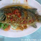 レック & ラット・シーフードは赤のユニフォームが特徴の海鮮料理店 in 中華街