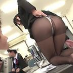 黒パンストのOL上司は後輩を指導しながら股間をチラつかせ尻を見せつけ誘惑して食っちゃう痴女