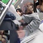 巨乳な人妻が満員バスで乳を押し付けチカンをするように誘いフェラチオで抜きハメても抜く