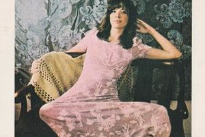 Carly Simon  ①