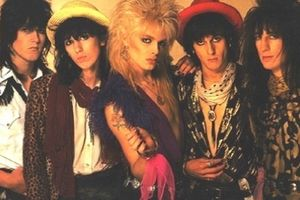 HANOI ROCKS『TWO STEPS FROM THE MOVE』名バラードあり